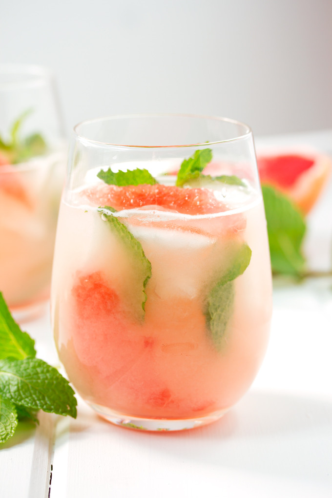 Grapefruit Vodka Drinks  cocktails with grapefruit juice and vodka