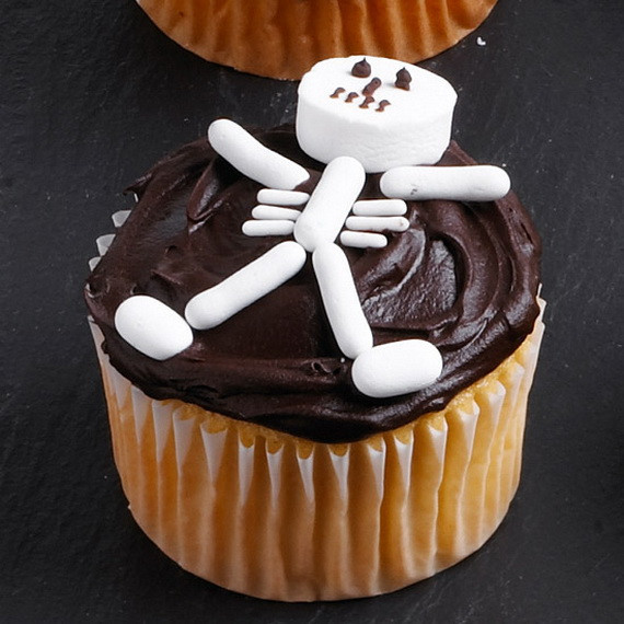 Halloween Cupcakes Designs  COOL HALLOWEEN CUPCAKE IDEAS family holiday guide to