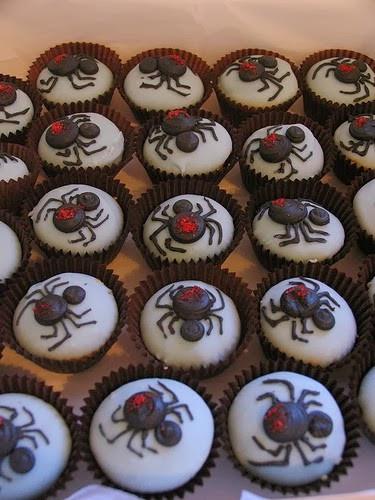 Halloween Cupcakes Designs  Healthiana Halloween Cupcake Decorating Ideas