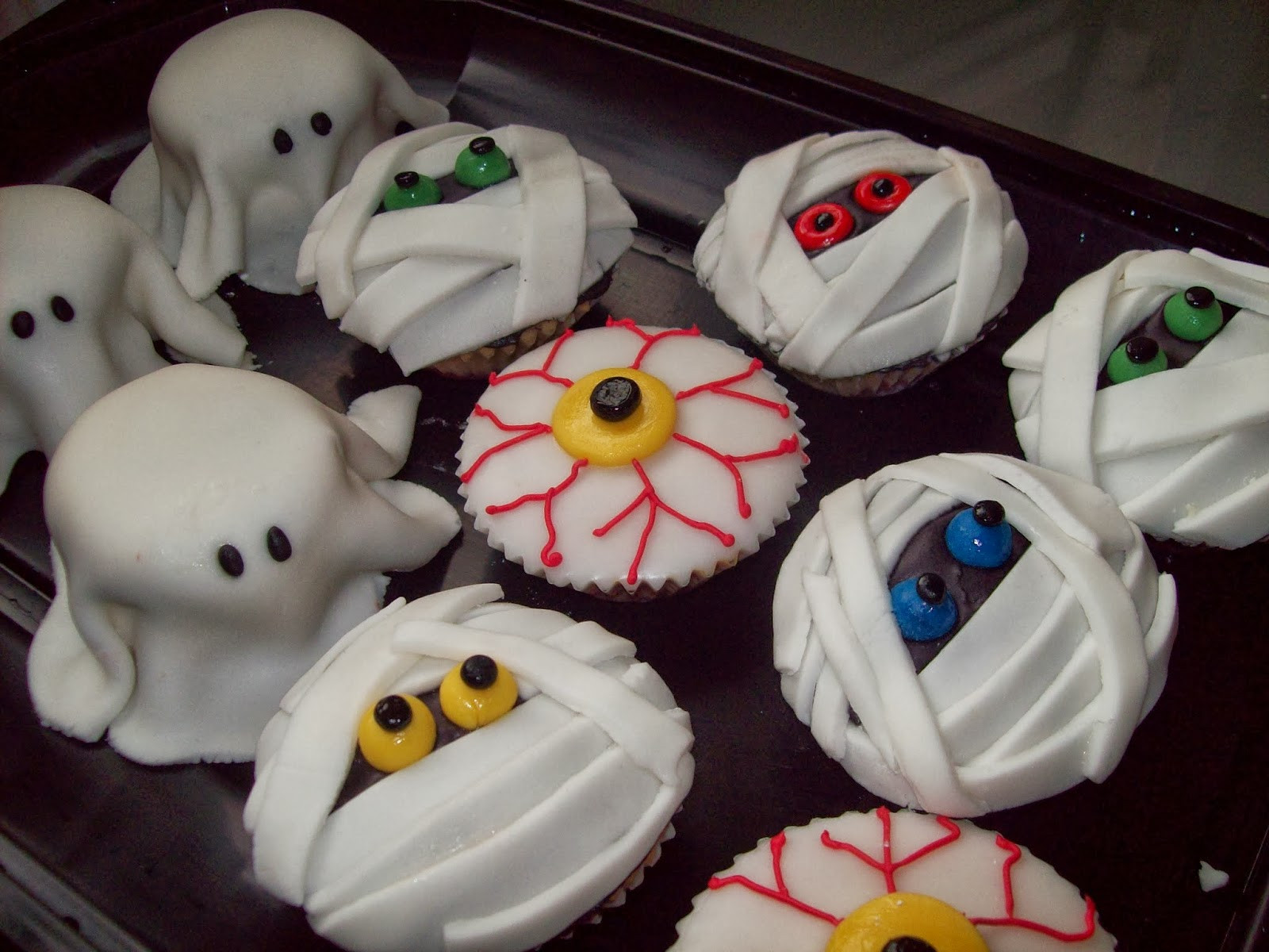 Halloween Cupcakes Images  Healthiana Spooky Halloween Cupcake Decorations