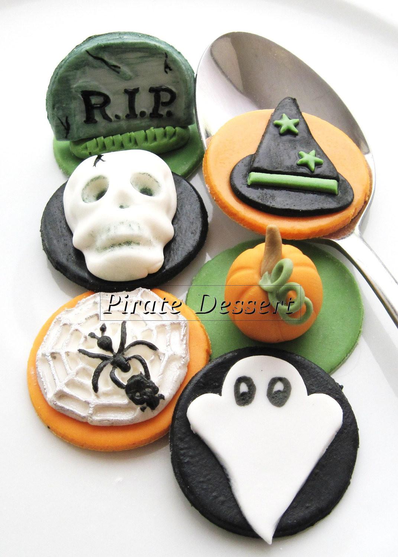 Halloween Cupcakes Toppers  Edible Halloween cupcake toppers HALLOWEEN CUPCAKES