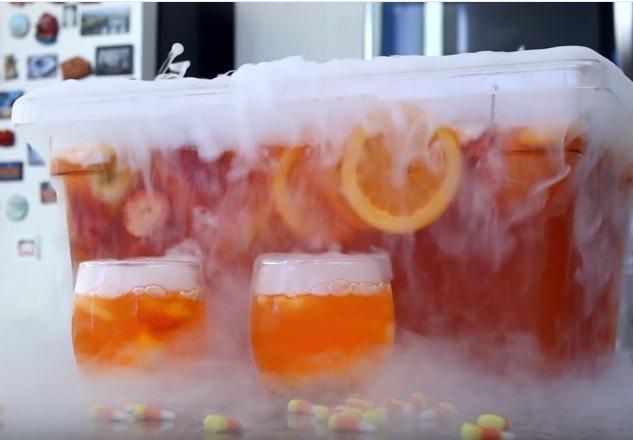Halloween Drinks Tipsy Bartender  10 Spooky Halloween Cocktail Punch Recipes Metropolitan