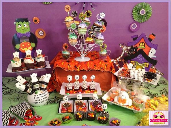 Halloween Themed Desserts  Sweet Table Halloween UA23