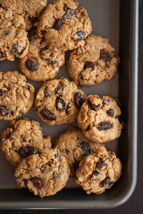 Healthy Oatmeal Raisin Cookies  Healthy Oatmeal Raisin Cookies Fooduzzi