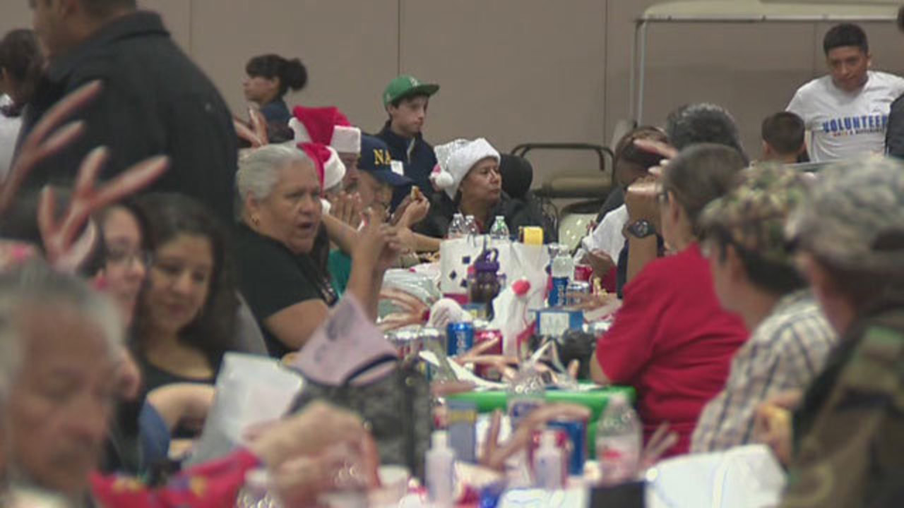 Heb Thanksgiving Dinner 2016  HEB feeds thousands at annual Feast of Sharing