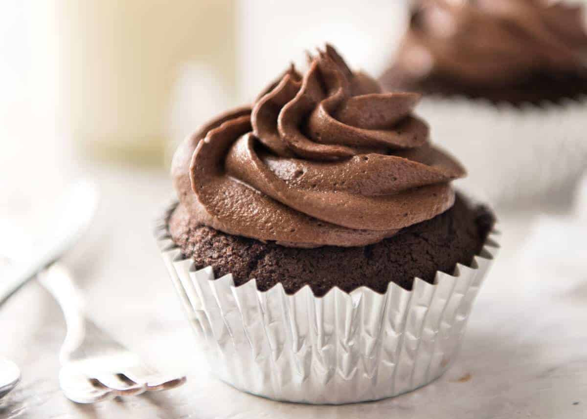 Homemade Chocolate Cupcakes  Best EASY Chocolate Cupcakes no stand mixer