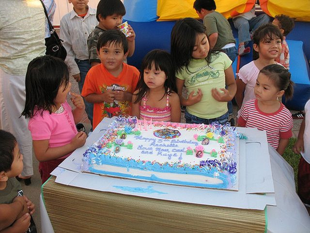 How Many People Does A Sheet Cake Feed  What Are Half Sheet Cake Sizes