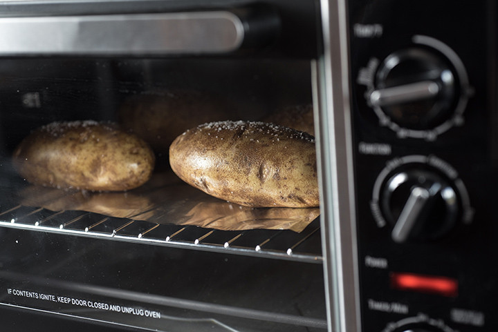 How To Bake A Potato In The Oven  How to Bake a Potato in an Oven Perfect and Fast