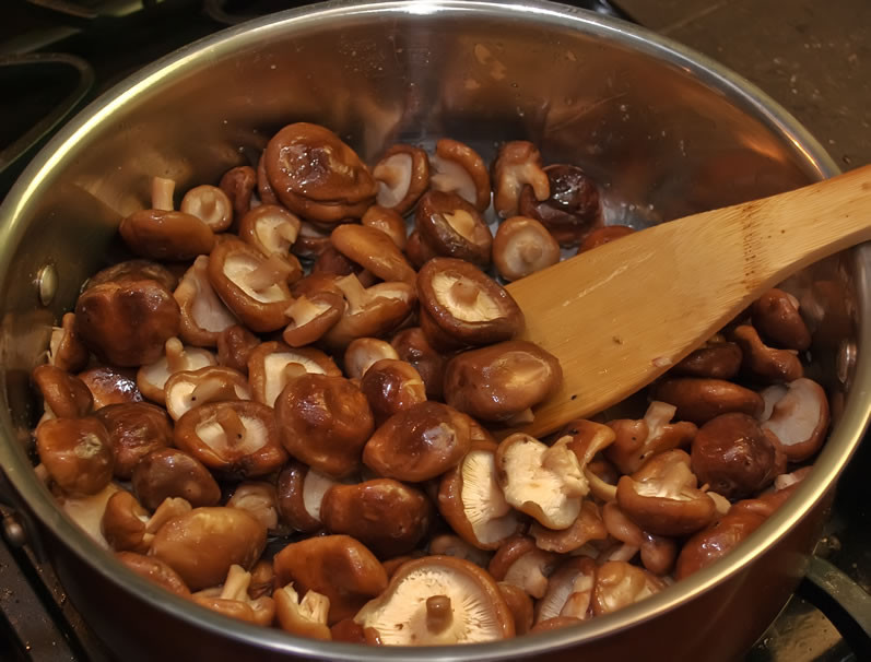 How To Cook Shiitake Mushrooms  Shiitake Mushrooms with Ancho Chile Sauce