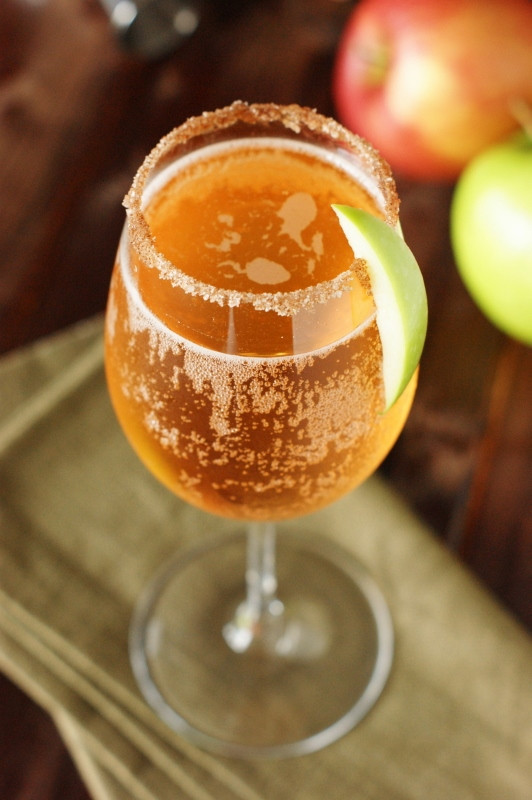 How To Make Apple Pie Drink  Sparkling Apple Pie Cocktail