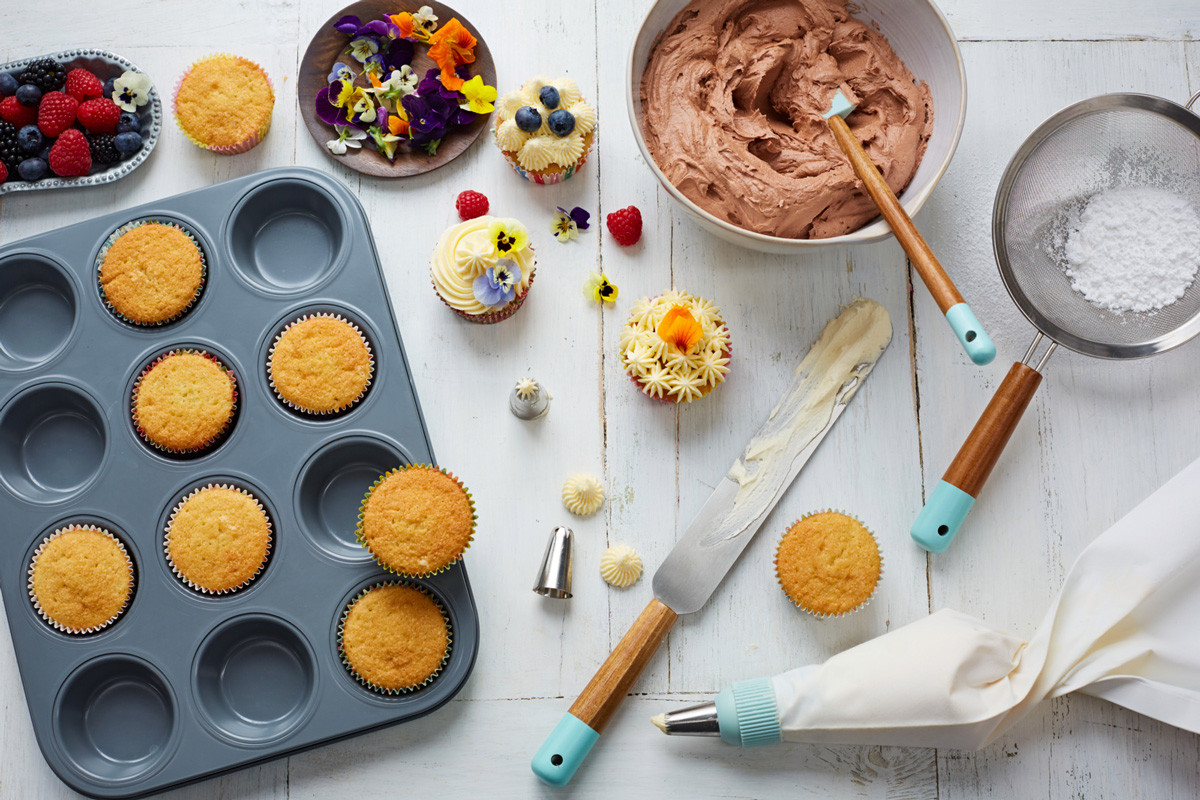 How To Make Cupcakes  How to make perfect vanilla cupcakes Features