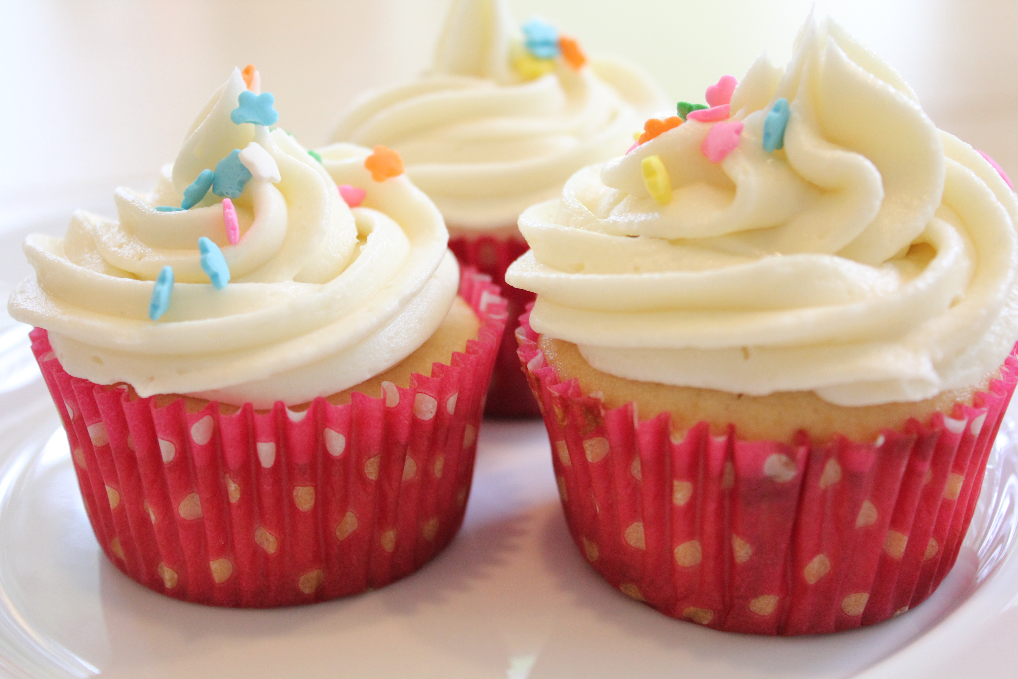 How To Make Cupcakes  Simple Vanilla Frosting for Cupcakes • Hip Foo Mom