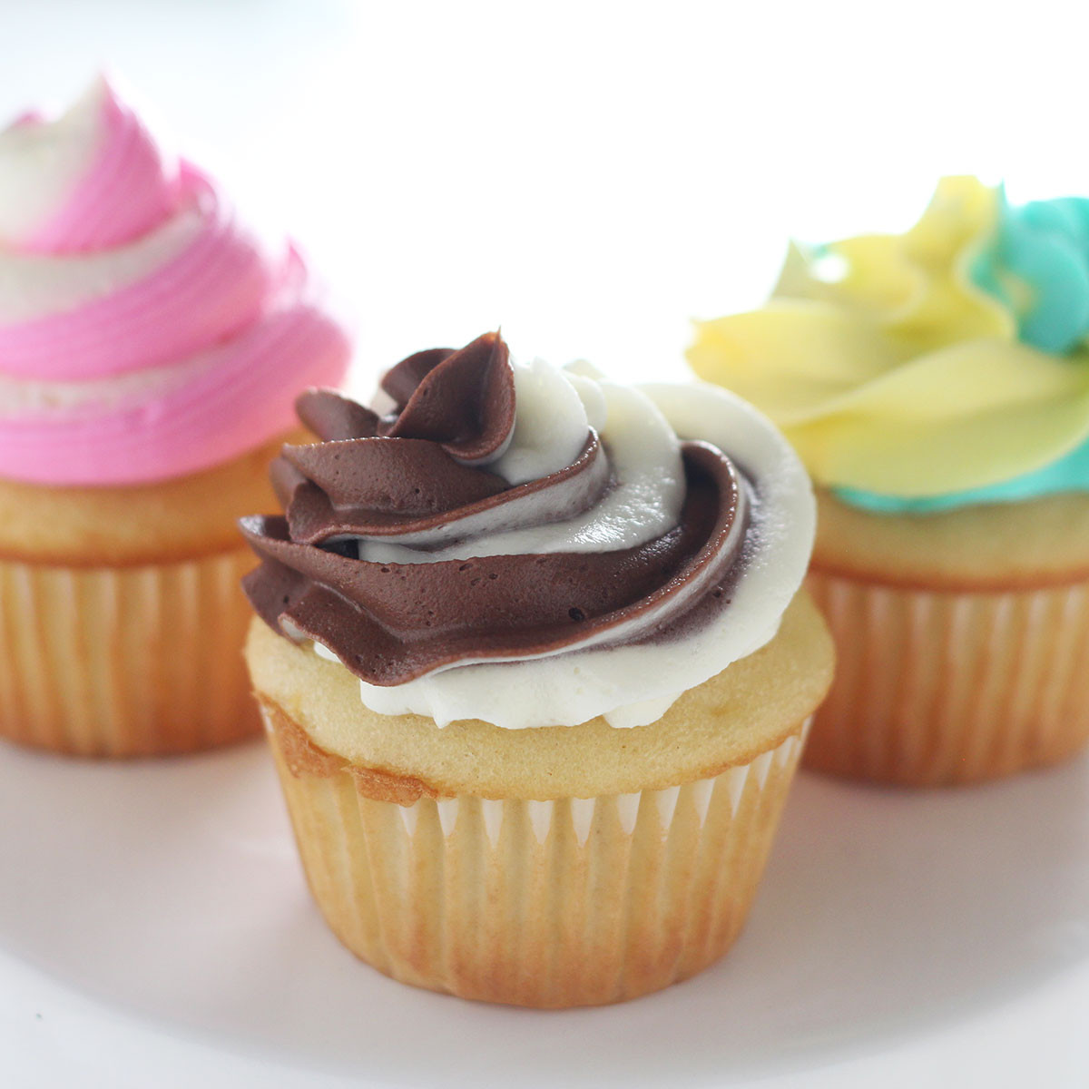 How To Make Icings For Cupcakes  How to Make Halloween Cupcakes Handle the Heat