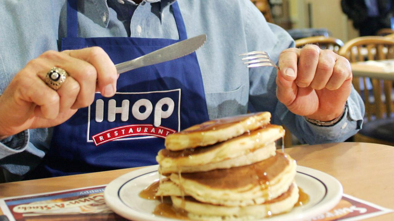 Ihop Free Pancakes 2017  Ihop Holiday Hours Opening Closing in 2017