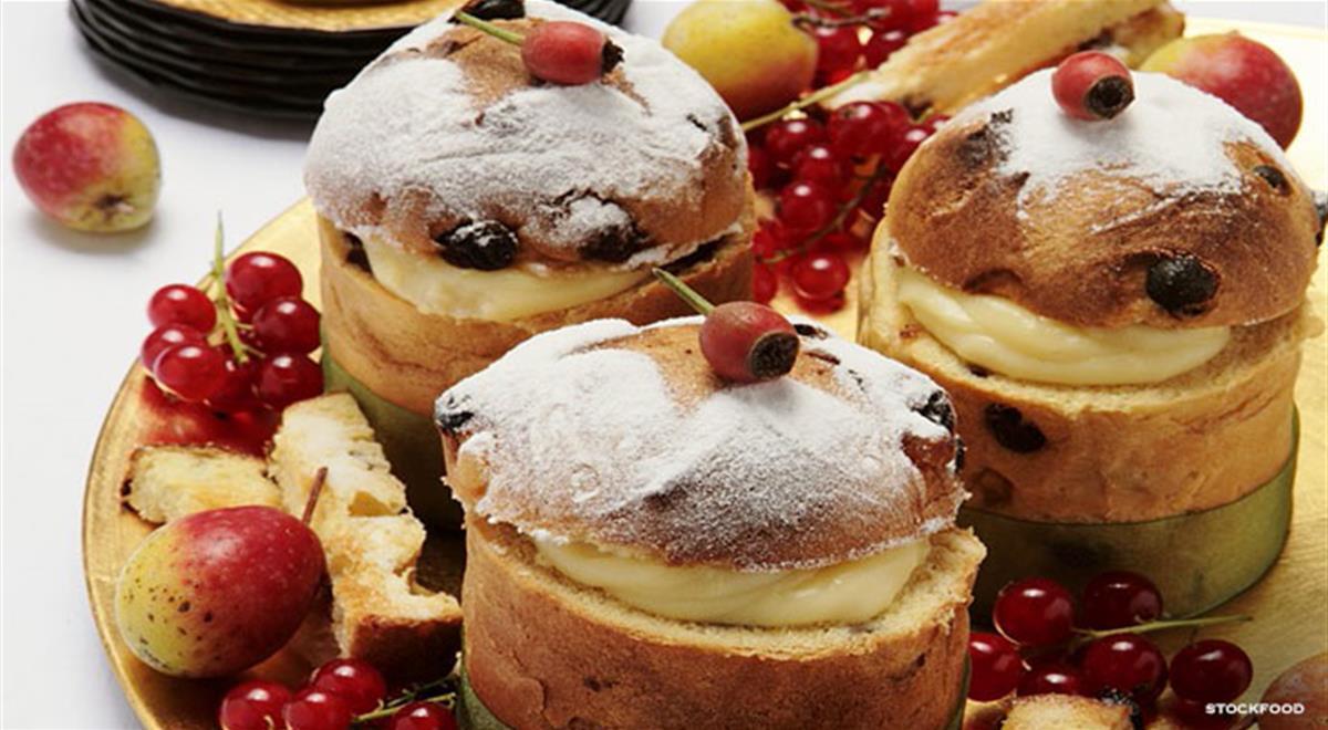 Italian Desserts Recipes  Mini Italian Panettone Cream Filled Cakes