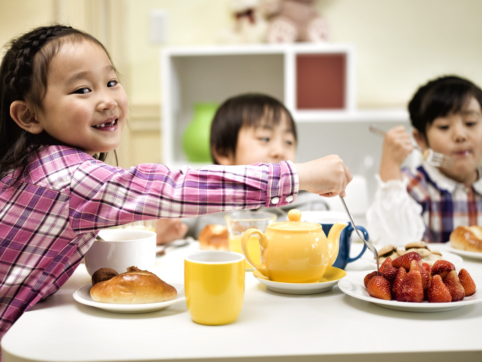 Kids Eating Breakfast  London s Youth Are Starving