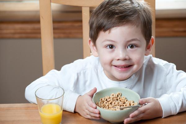 Kids Eating Breakfast  Start them young Importance of breakfast for preschoolers