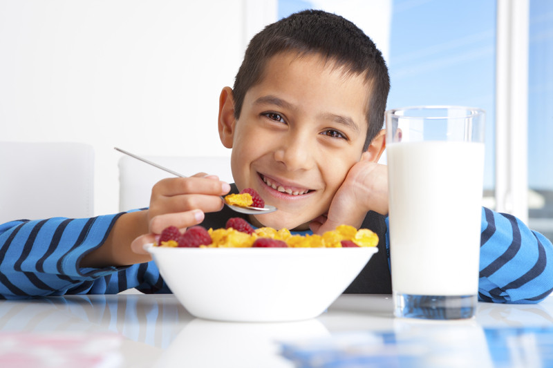 Kids Eating Breakfast  10 ways to give your kids a quick and healthy start to