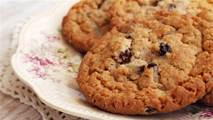Low Calorie Oatmeal Cookies  Joy Bauer s low calorie oatmeal raisin cookies pizza