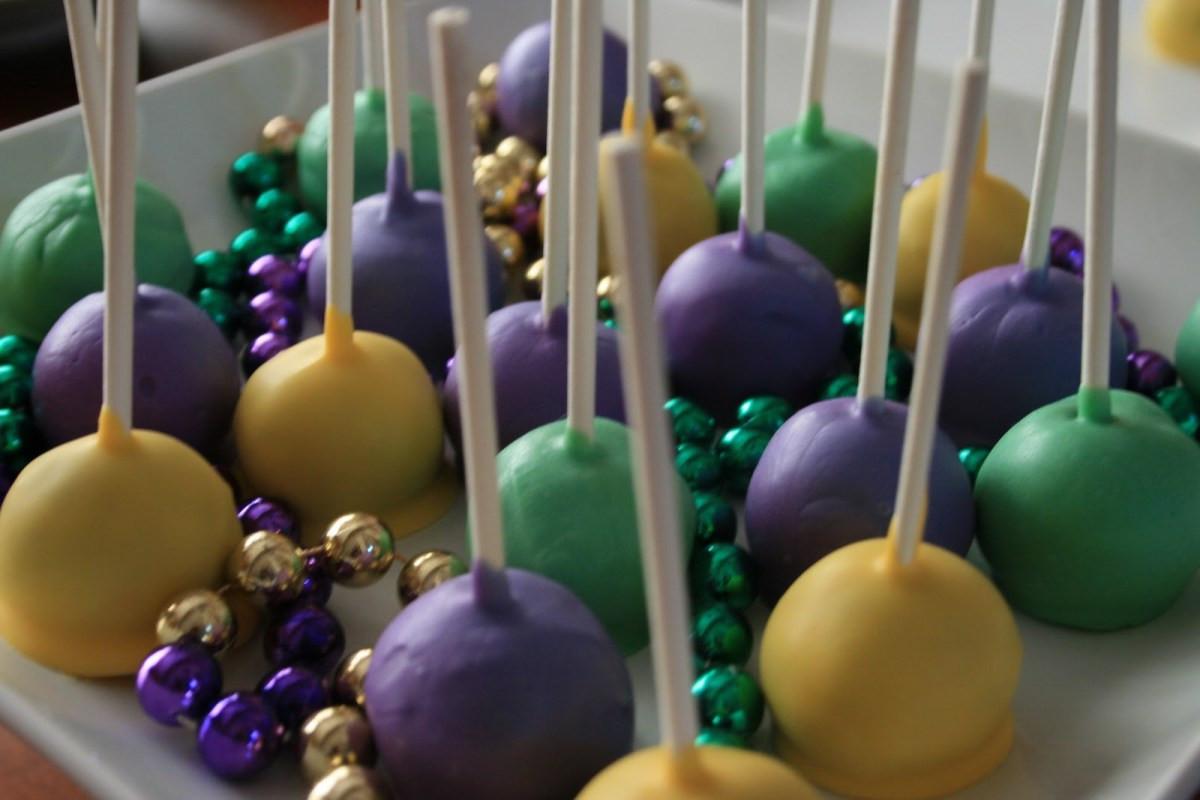 Mardi Gras Desserts  Laissez Les Bon Temps Rouler Mardi Gras Cake Pops