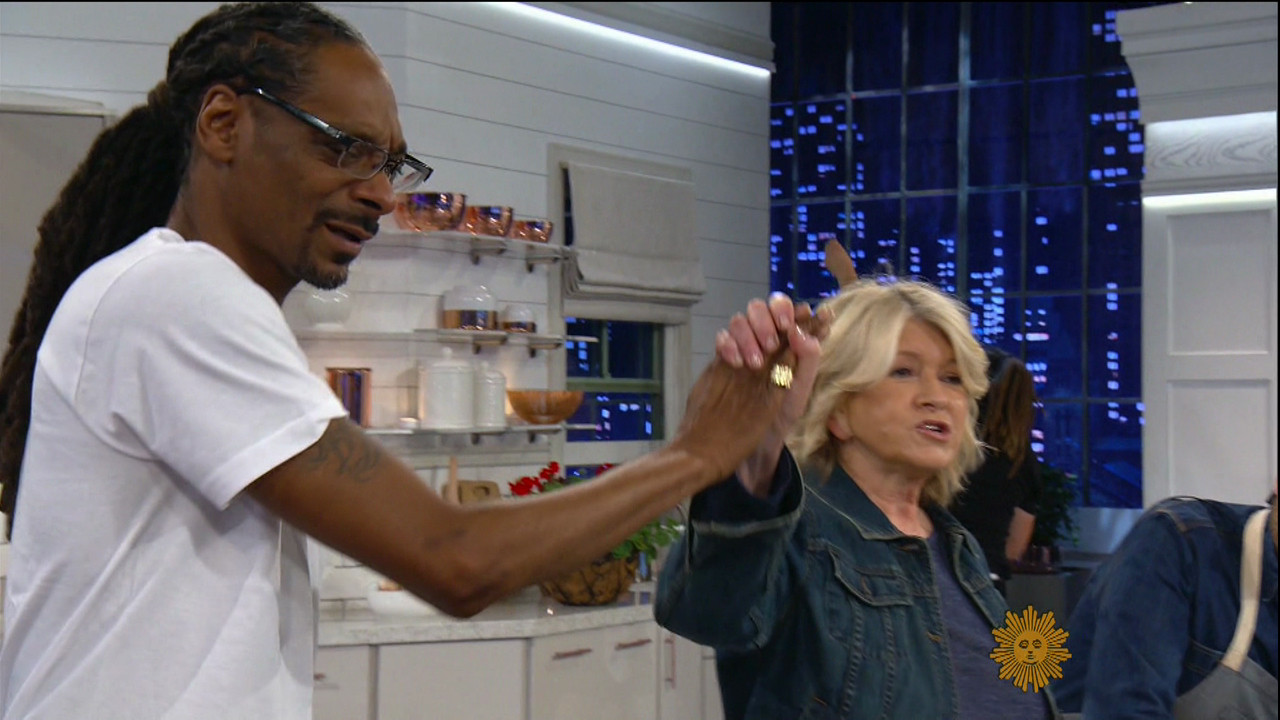 Martha & Snoop'S Potluck Dinner Party  Snoop Dogg spends Thanksgiving with former rival Diddy