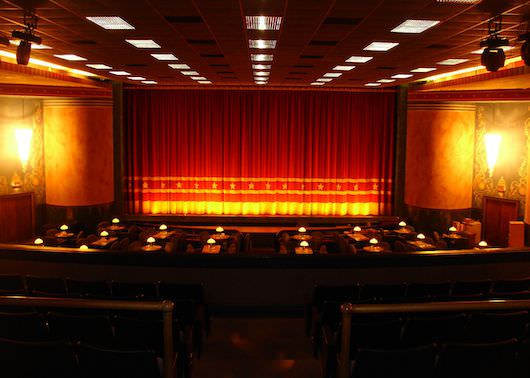 Movie Dinner Theaters  Dinner & A Movie 10 of the Greatest Dine In Theaters in