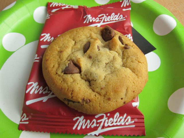 Mrs Fields Chocolate Chip Cookies  Review Mrs Fields Milk Chocolate Chip Cookies