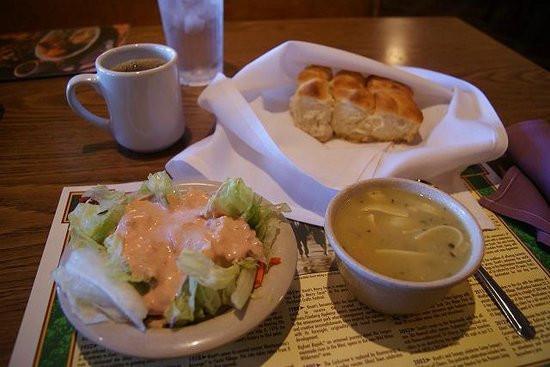 Mrs. Knott'S Chicken Dinner Restaurant  ランチセットのチキンとマッシュポテト、コーン Picture of Mrs Knott s Chicken