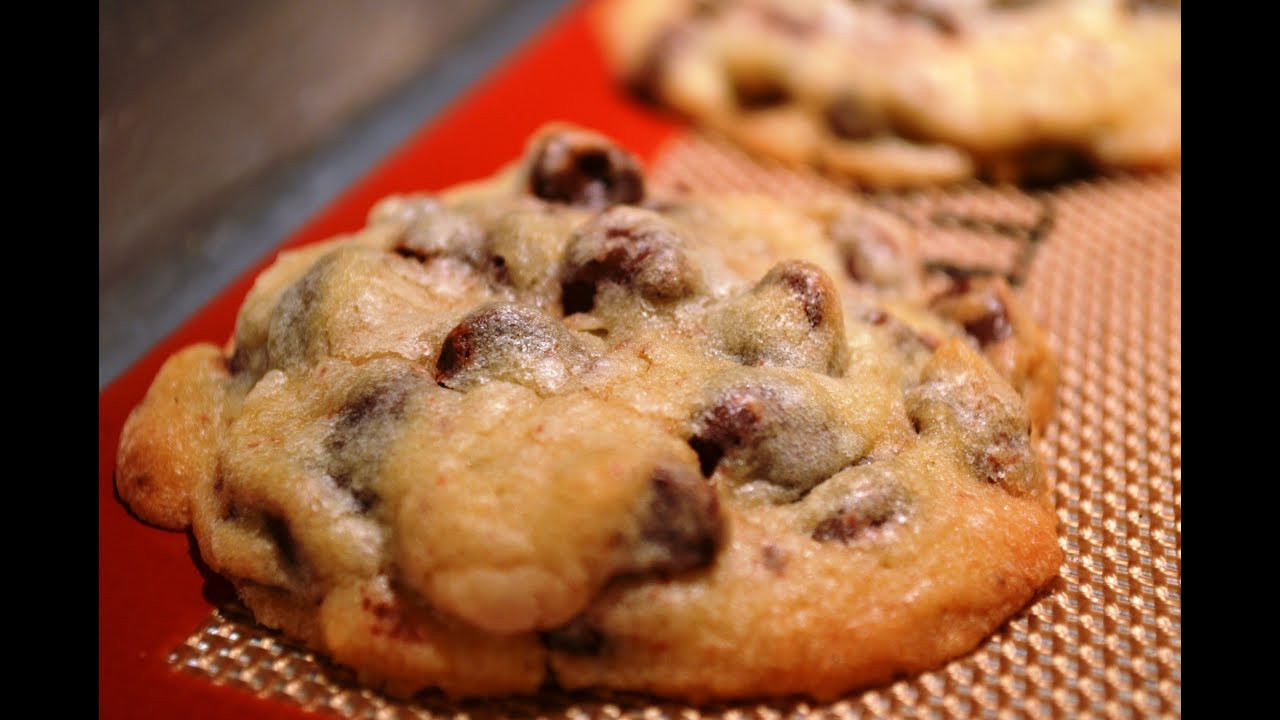 Nestle Toll House Chocolate Chip Cookies  NESTLE TOLL HOUSE Chocolate Chip Cookies