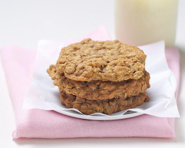 Oatmeal Dessert Recipes  Soft Oatmeal Cookie Recipe Easy Dessert Recipes