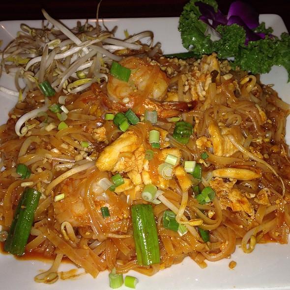 Pad Thai On Grand  Grand Siam Chicken And Shrimp Pad Thai Foodspotting