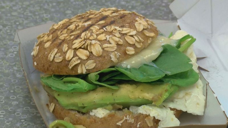 Panera Bread Avocado Egg White & Spinach Breakfast Power  Deal Diva Ratings for healthy to go breakfast choices