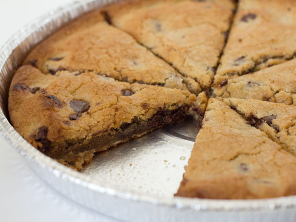 Papa Johns Desserts  We Try the New Mega Chocolate Chip Cookie From Papa John s