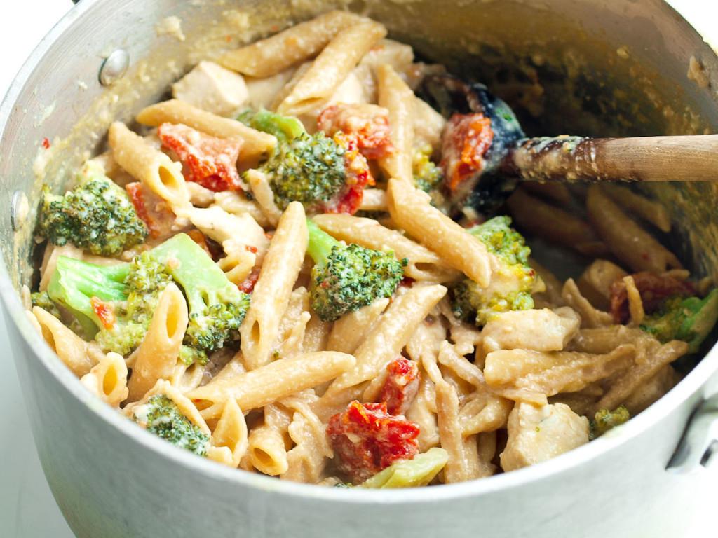 Pasta Idea For Dinner  Tangy e Pot Chicken and Veggie Pasta Dinner