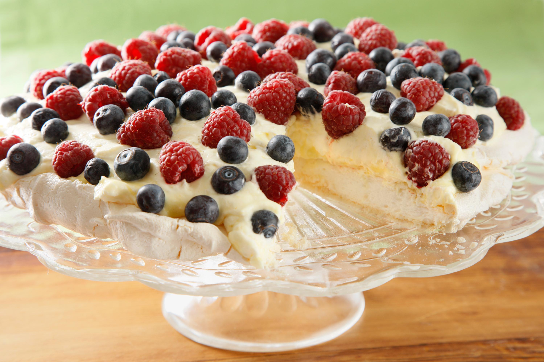 Pavlova Dessert Recipe  Pavlova — Rezepte Suchen