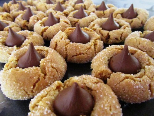 Peanut Butter Cookies With Hershey Kiss  Easy Peanut Butter Cookie Recipe – Hershey Kiss Peanut
