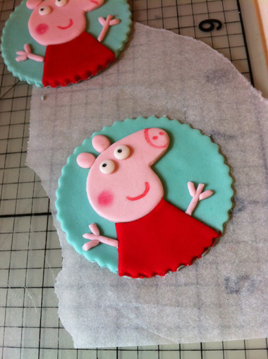 Peppa Pig Cupcakes  How to make Peppa Pig Cupcake Toppers or Cookies from