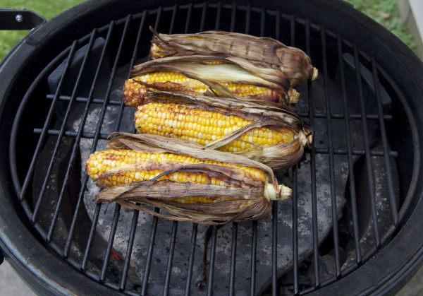 Roast Corn On Grill  Grilled Corn The Cob With Thyme & Roasted Red Pepper