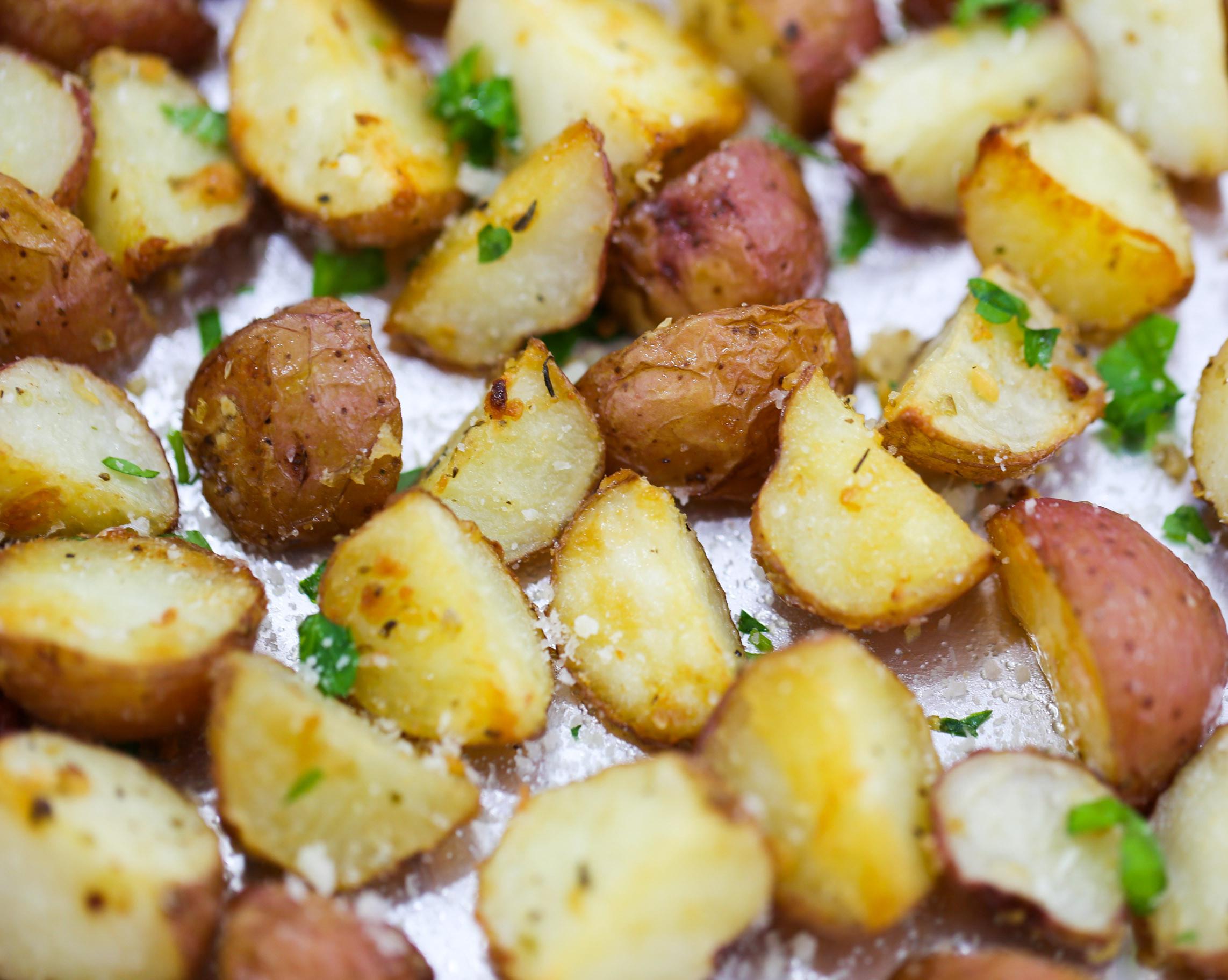 Roasted Parmesan Potatoes  Garlic Parmesan Roasted Potatoes