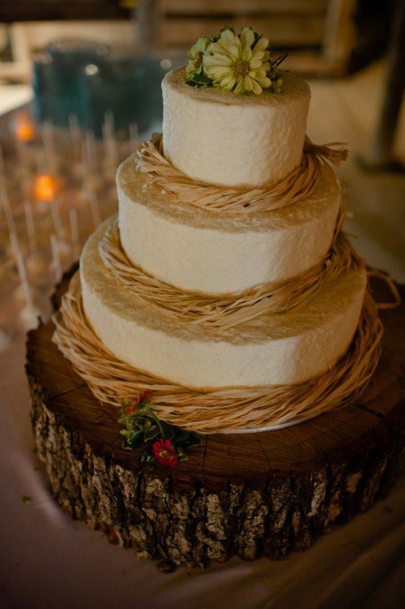 Rustic Wedding Cakes  Country Wedding Cake Ideas Rustic Wedding Chic