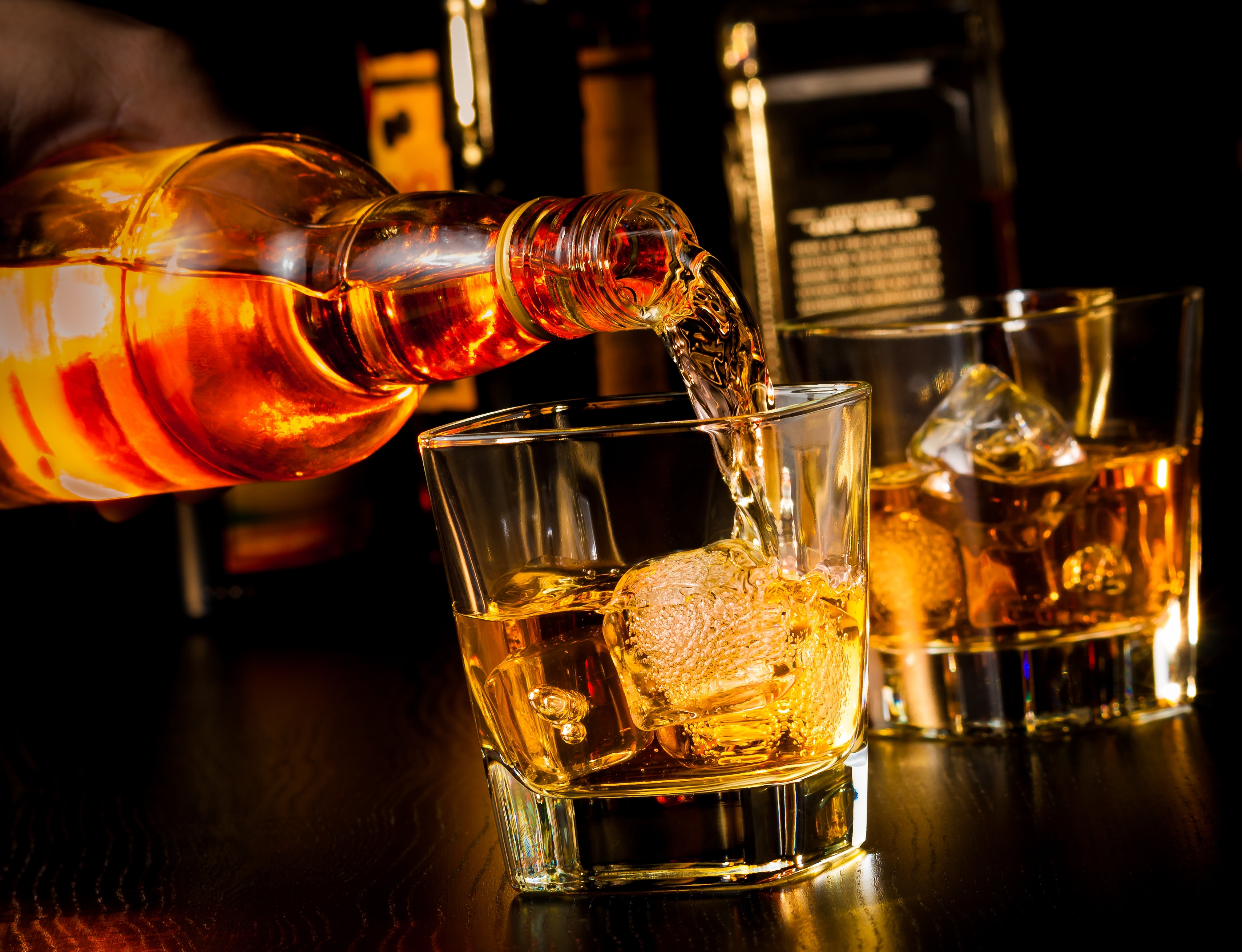 Scotch Whiskey Drinks  The Real Difference Between Whiskey Bourbon Scotch and