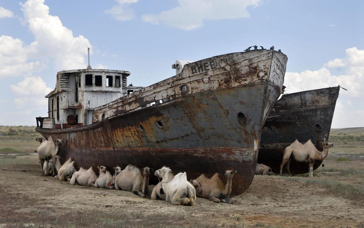 Ships Of The Dessert  Chutes d • Ships of the Desert Aral Sea The