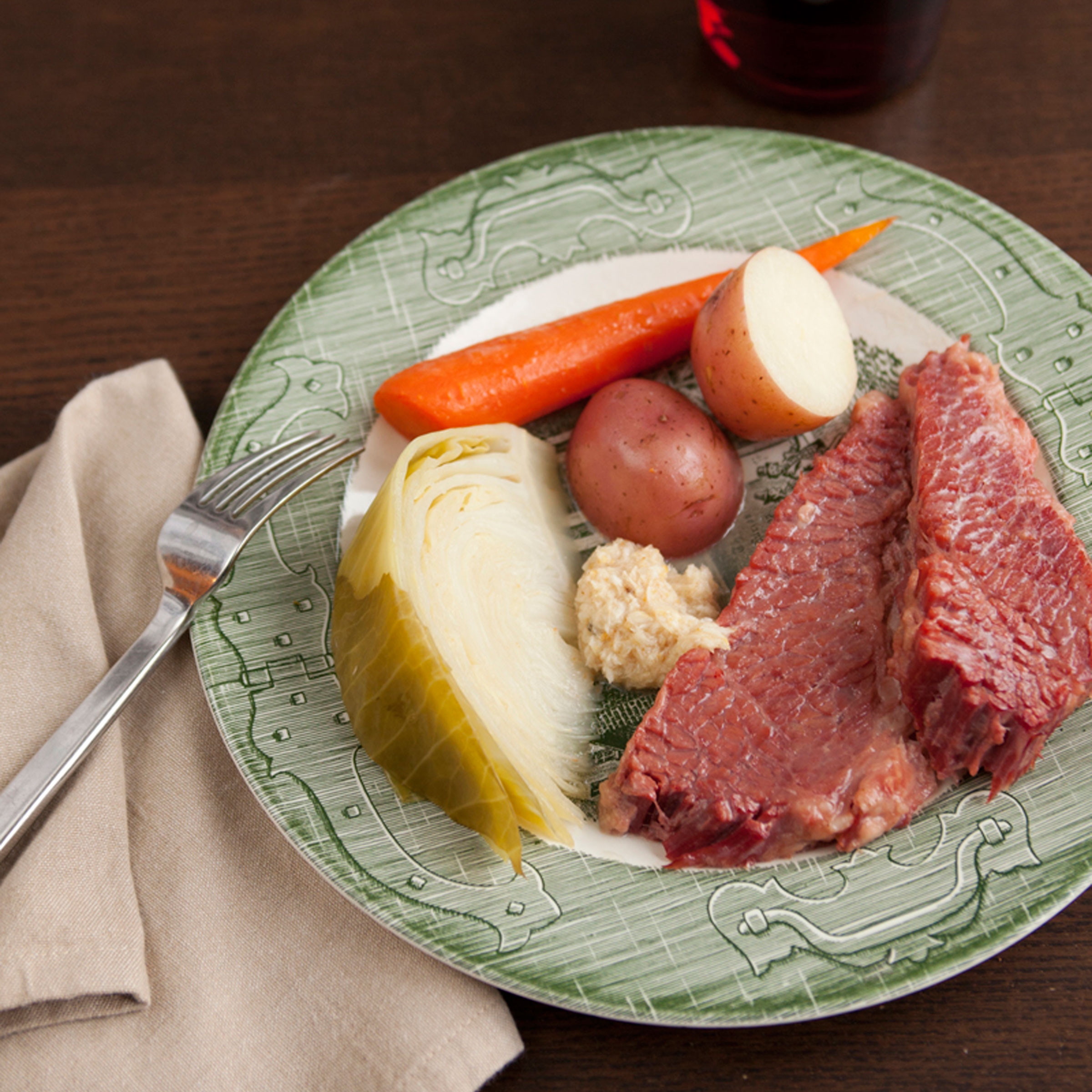 Slow Cooker Corned Beef And Cabbage And Red Potatoes  Slow Cooker Corned Beef with Cabbage Carrots and Potatoes