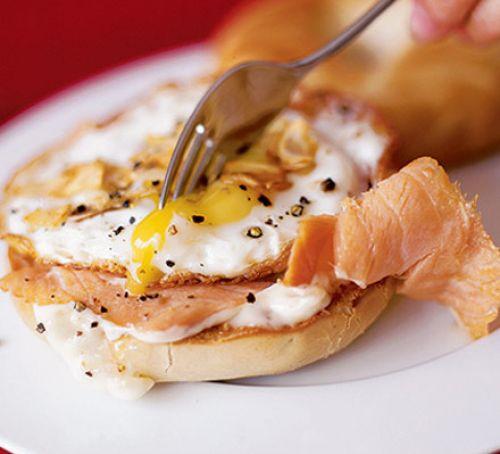 Smoked Salmon Bagel  Flash fried smoked salmon & egg bagel recipe