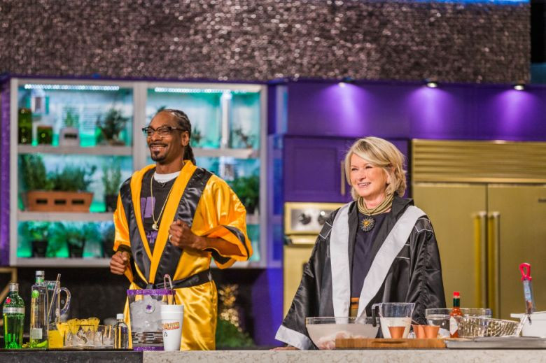 Snoop And Martha Dinner Party  'Martha & Snoop's Potluck Dinner Party' Puts the 'Fun' in