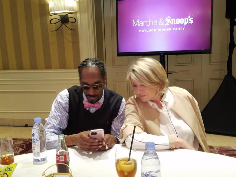 Snoop And Martha Dinner Party  'Martha & Snoop's Potluck Dinner Party' TV's Oddest