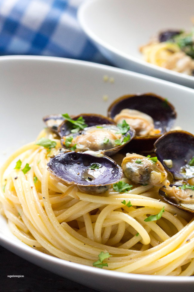 Spaghetti With White Clam Sauce  Spaghetti with White Clam Sauce SugarLoveSpices