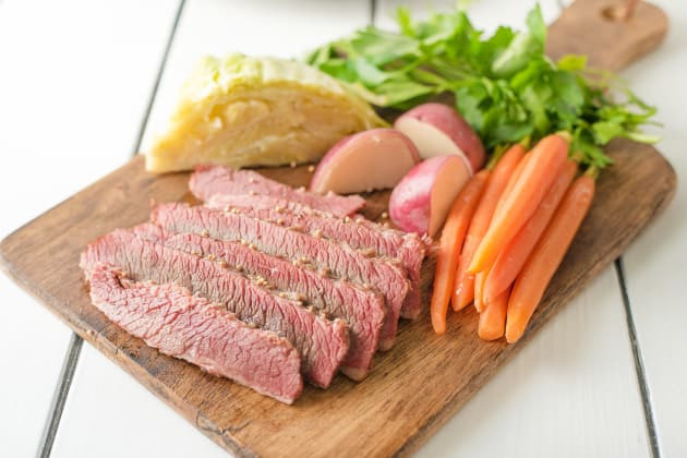 Spices For Corned Beef And Cabbage  Traditional Corned Beef and Cabbage Recipe Food Fanatic