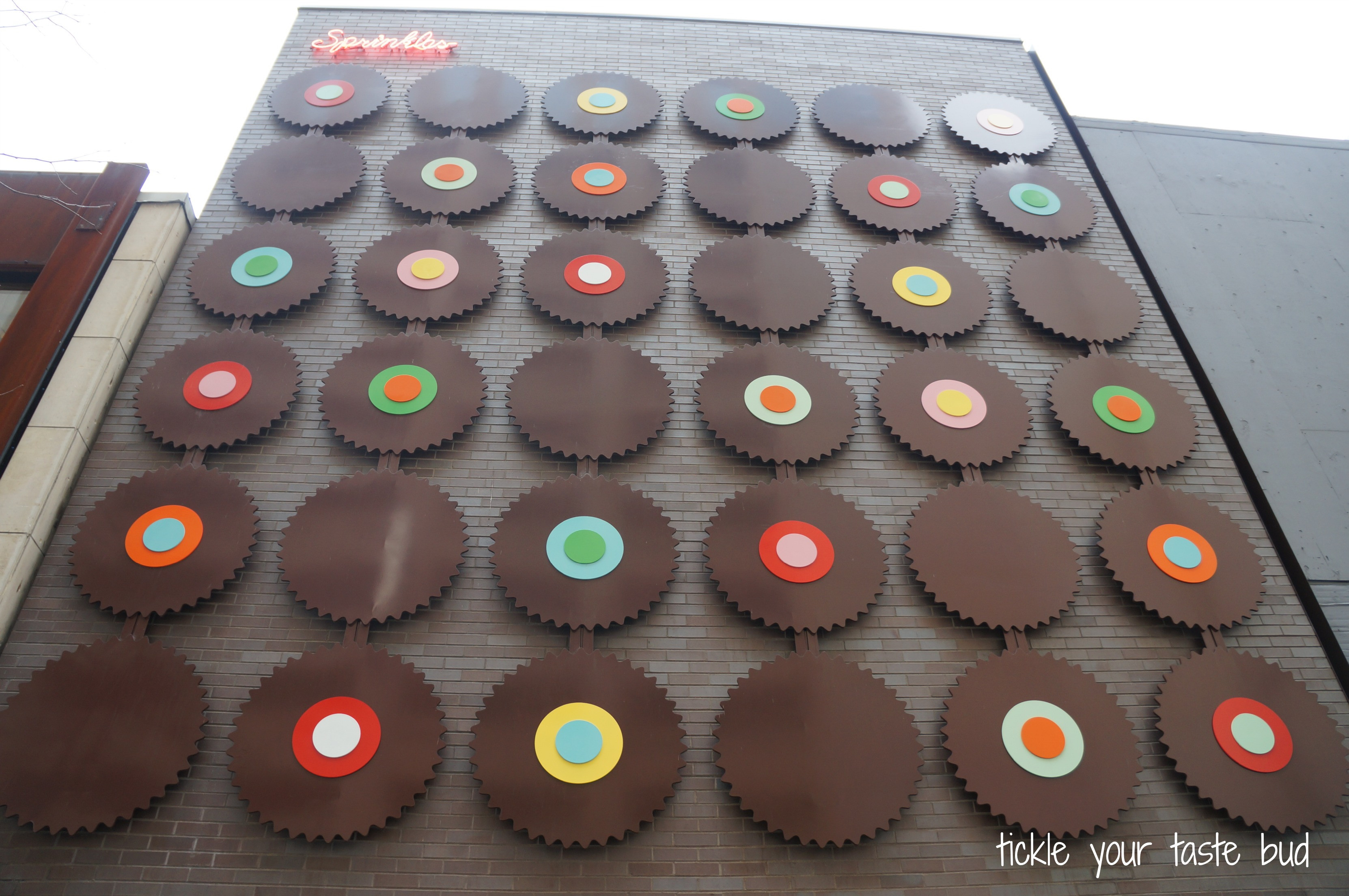 Sprinkles Cupcakes Chicago  Sprinkles Cupcakes Chicago The Funky BeansThe Funky Beans