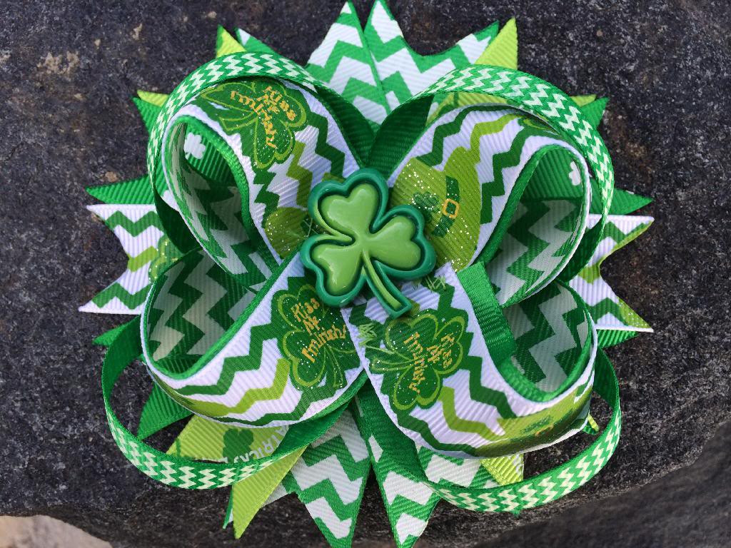 St. Patrick'S Day Cupcakes  ST PATRICK S CHEVRON SHAMROCK BOUTIQUE RESIN HAIRBOW